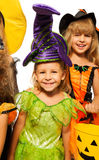 Девушка хеллоуина в fairy костюме с друзьями Стоковое фото RF