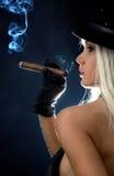 девушка 2 сигар Стоковая Фотография