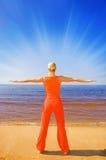 девушка blong meditating Стоковые Фотографии RF
