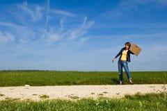 девушка hiking заминка Стоковые Фотографии RF