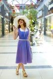 Девушка pin-вверх в моле Стоковое Фото