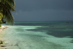 день пляжа бурный Стоковые Изображения