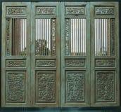 Деревянная высекаенная голубая дверь Стоковое Изображение