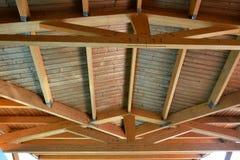 Деревянная деталь потолка крыши дома Стоковые Фото