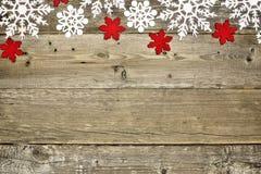Деревянная предпосылка рождества с снежинками Стоковые Изображения
