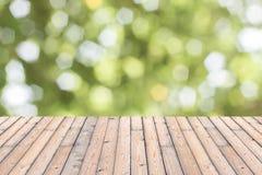 Деревянная текстура и естественная зеленая предпосылка Стоковое Изображение RF
