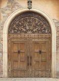 Деревянные дверь и стена Стоковые Изображения