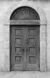 Деревянные дверь и стена Стоковая Фотография