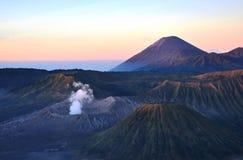 Держатель Bromo вулкана на восходе солнца, East Java, Индонезии, Азии Стоковое Изображение RF