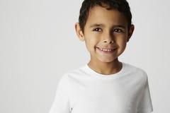 Дерзкий мальчик, усмехаясь Стоковые Изображения RF