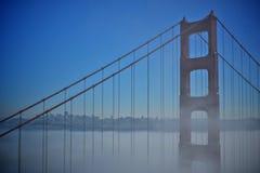 Деталь моста золотого строба с туманом Стоковое Изображение