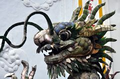 Деталь фонтана Китайск-стиля с скульптурами дракона Стоковое Изображение RF