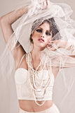 детеныши женщины привлекательной вуали нося Стоковая Фотография