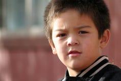 детеныши мальчика quizzical Стоковое Изображение RF