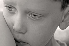 детеныши мальчика upset Стоковая Фотография