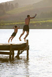 детеныши человека ребенка скача Стоковые Фото