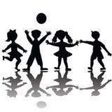 дети играя силуэт Стоковая Фотография RF