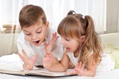 дети книги Стоковые Фото
