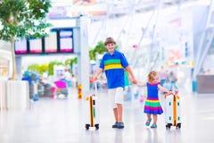 Дети на авиапорте Стоковые Изображения RF