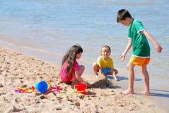 дети пляжа Стоковые Фото