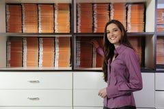 деятельность женщины арендного магазина видео- Стоковое Изображение