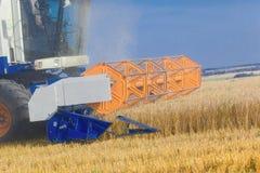 Деятельность жатки зернокомбайна Стоковое фото RF