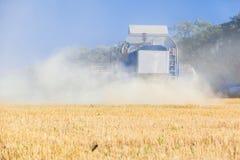 Деятельность жатки зернокомбайна Стоковая Фотография
