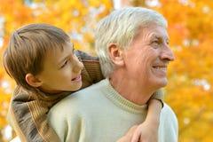 Дед с мальчиком Стоковая Фотография