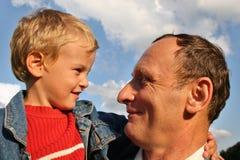 дед 2 мальчиков Стоковая Фотография