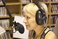 диктор dj передает по радио Стоковое фото RF
