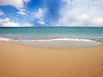 Длинный дезертированный пляж Стоковые Фото