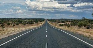 длинняя дорога nowhere к Стоковое Изображение