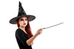 Довольно молодая счастливая женщина усмехаясь и одетая как фея или ведьма Стоковое фото RF