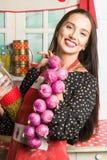Домохозяйка в кухне Стоковая Фотография RF