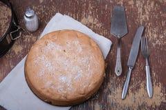 Домодельный органический яблочный пирог Стоковое фото RF