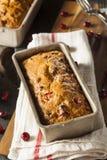 Домодельный праздничный хлеб клюквы Стоковые Фотографии RF