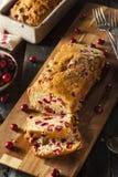 Домодельный праздничный хлеб клюквы Стоковые Изображения RF