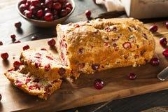 Домодельный праздничный хлеб клюквы Стоковое Изображение RF
