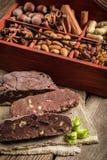 Домодельный темный шоколад с гайками Стоковая Фотография