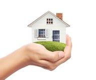 Дом в руке Стоковые Фотографии RF