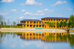 Дом на озере Стоковая Фотография