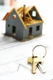 дом пользуется ключом новая к Стоковое Фото