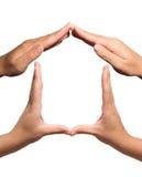 Дом символа показыванный жестами с руками Стоковая Фотография