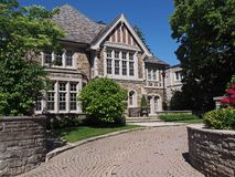 Дом стиля Tudor Стоковое Изображение