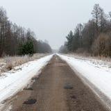 Дорога страны снежная в зиме Стоковое Изображение RF