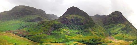 Долина гористых местностей Шотландии с горами Стоковая Фотография RF