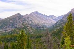 Драматические пики в скалистых горах Стоковые Фотографии RF