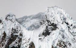 Драматические пики кордильер Huayhuash, Перу Стоковое Изображение
