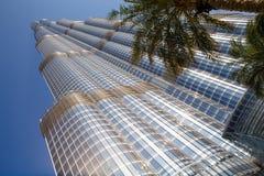 ДУБАЙ, ОБЪЕДИНЕННЫЕ ЭМИРАТЫ – 20-ОЕ ЯНВАРЯ: Башня Burj Khalifa v Стоковые Фото