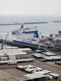 ДУВР, Великобритания - 12-ое апреля 2014 - получили, что план построил порт Дувра, самый занятый порт Англии третий стержень Стоковое Изображение